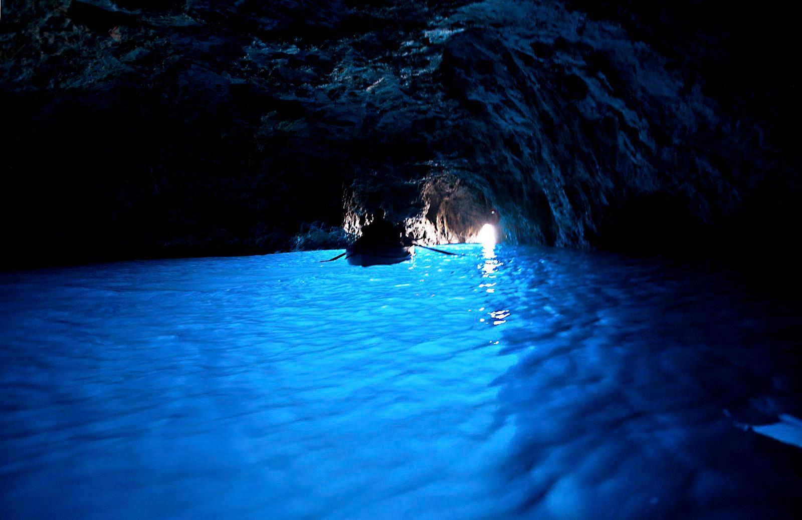 Blue-Grotto-Capri-Italy